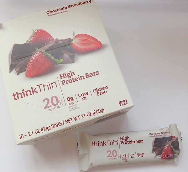 アイハーブで買ったThink Thinのチョコレートストロベリー味のプロテインバー