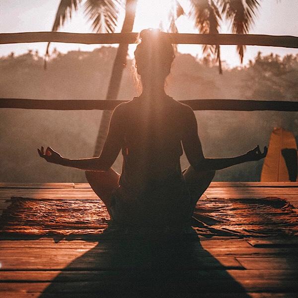 瞑想のポーズ