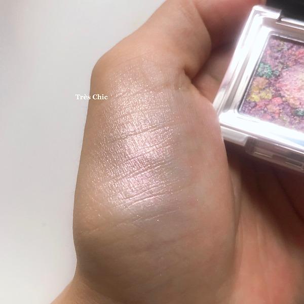 ミシャの日本限定アイシャドウグリッタープリズムの人気色ラベンダープリズムの色