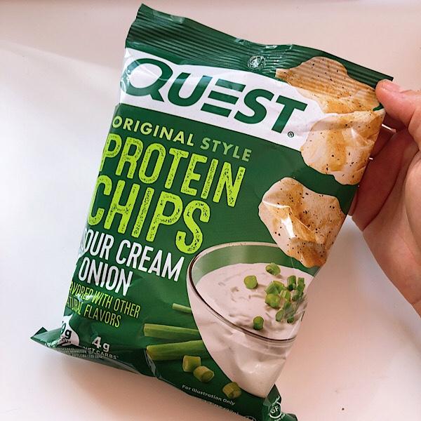 アイハーブで買える Quest(クエスト)のプロテインチップスのサワークリームオニオンをレビュー