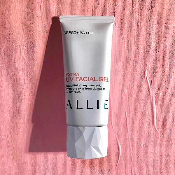 アリーの日焼け止め、顔用のUVジェル、UVフェイシャルジェルはSPF50+/PA++++  で塗り心地も良い