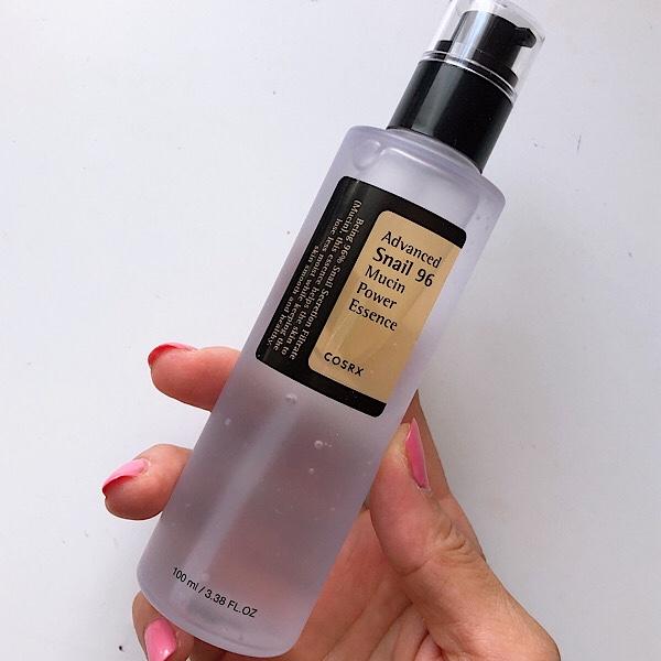 パッドが有名な韓国スキンケアのCOSRXのアドバンスドスネイルムチンパワーエッセンスはお肌の修復効果のあるムチン=カタツムリ粘液を使用したシリーズ。
